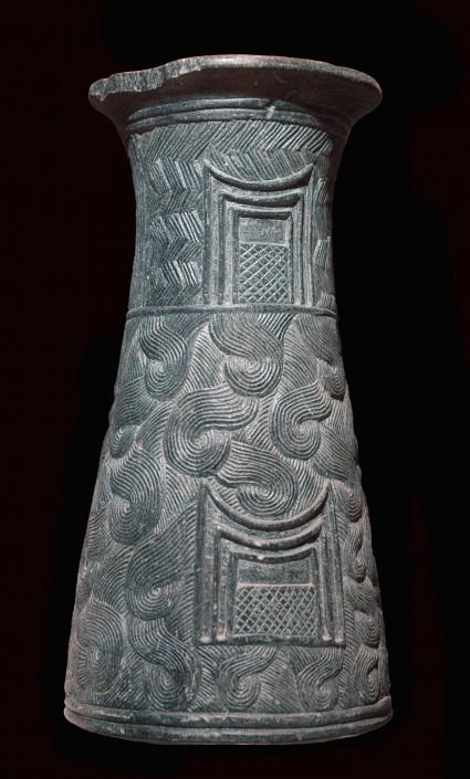 Vase tronconique de la civilisation de Jiroft