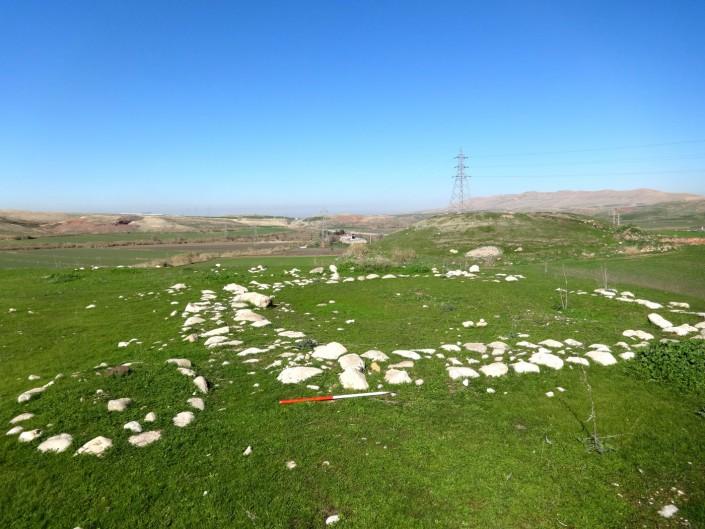 بخش هایی از ساختمانی سنگی در سرپل ذهاب، غرب ایران