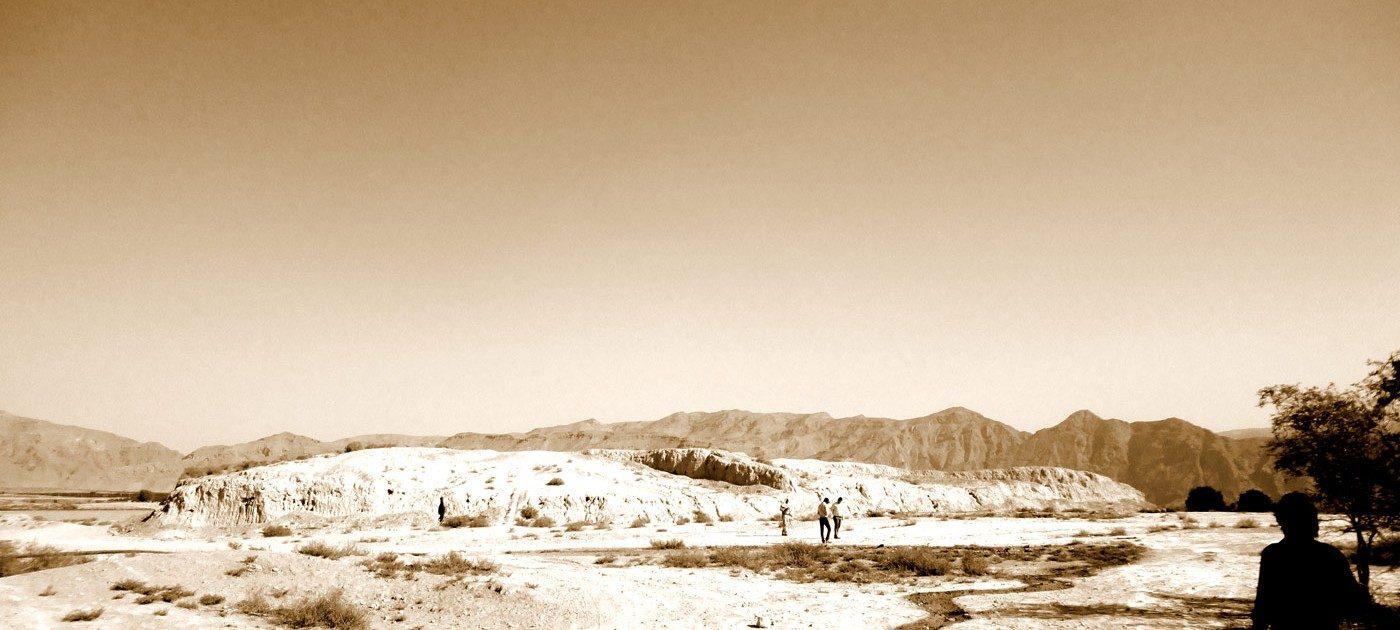 Tol-e Siyah, dans la plaine de Forg